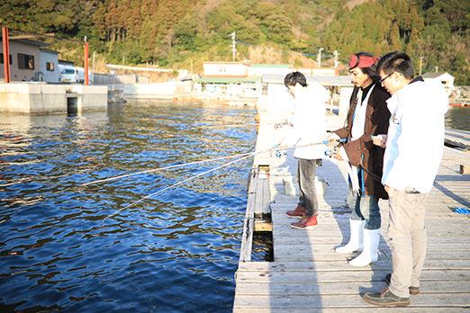 魚釣り体験の様子